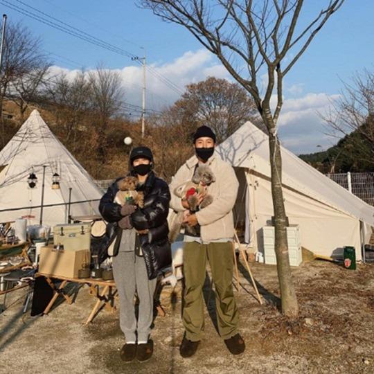 김준희, 남편과 캠핑도 럭셔리하게..'반려견 두마리도 호강'
